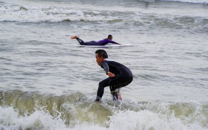 Children of a surfing town learning about marine plastics