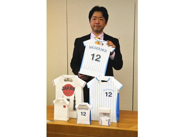 Yシャツ形の紙バッグ誕生 富士宮の企業、外国人観光客らの需要狙う